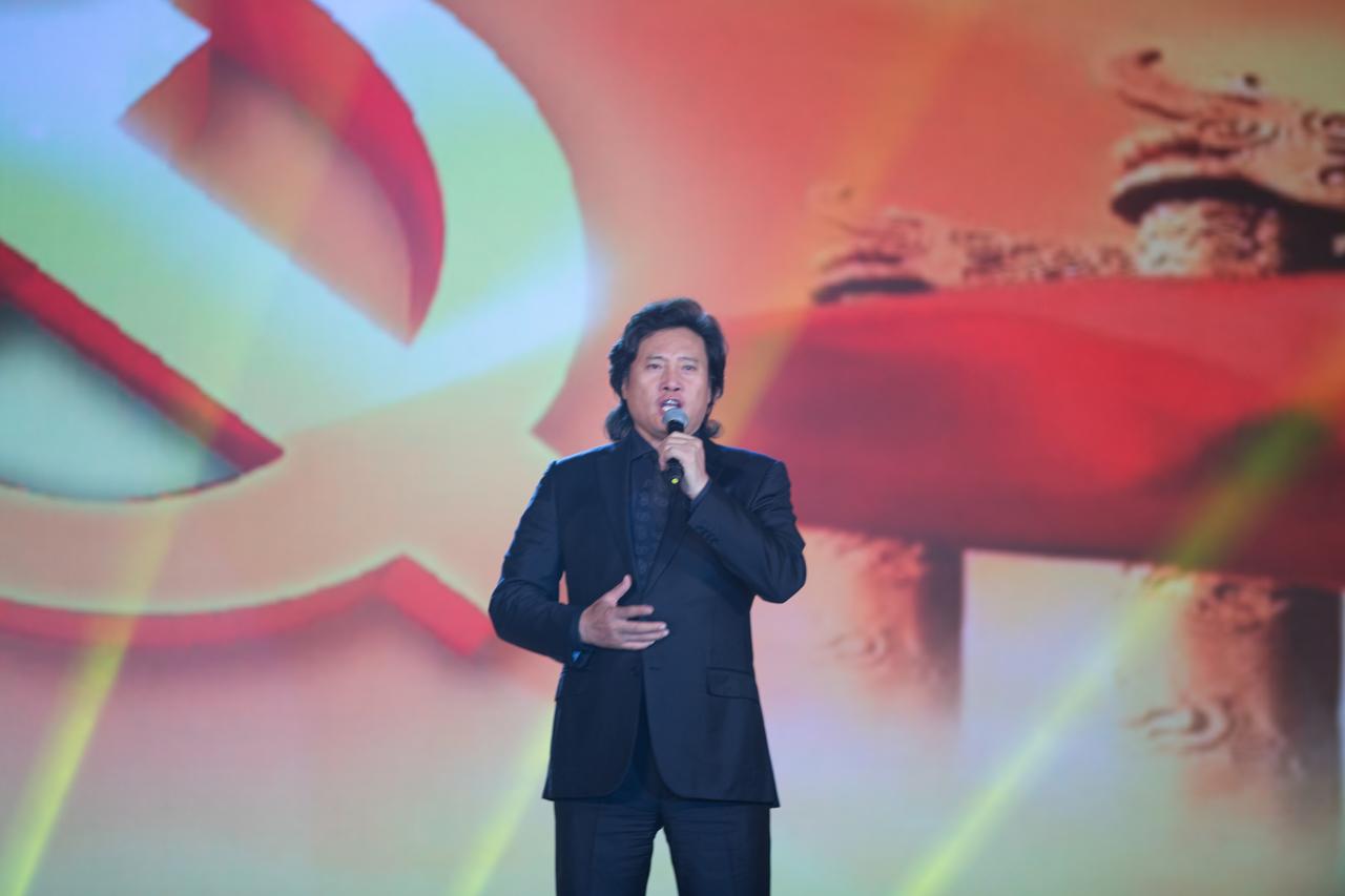 《中国梦》,中央军委政治工作部文工团著名歌唱家阎维文,中国著名男